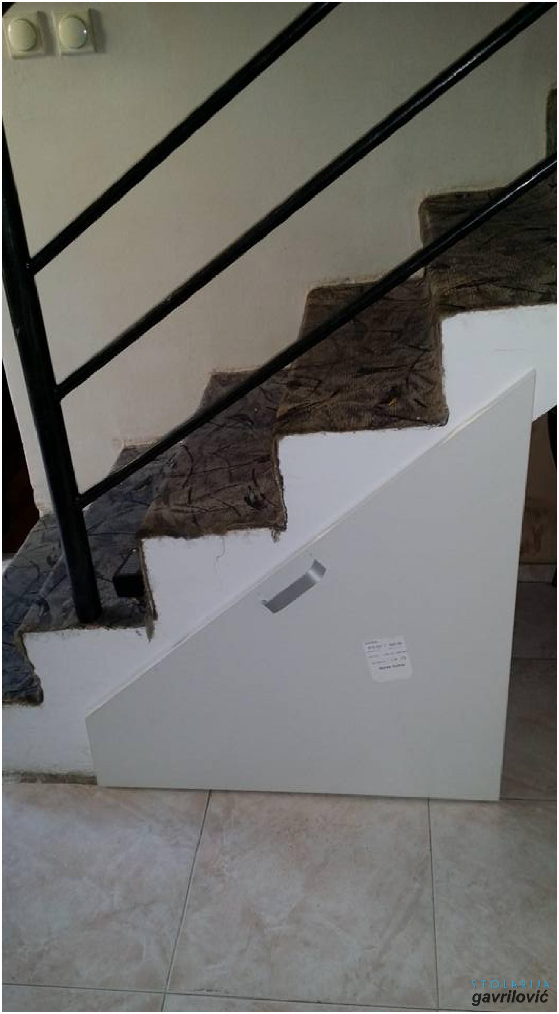 Cipelarnik ispod stepenica - stolarija Gavrilović